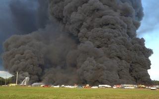 Video: Cháy lớn thiêu rụi hơn 3.500 ô tô ở Mỹ