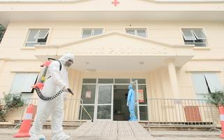 Video: Lấy mẫu xét nghiệm toàn bộ công an phường Đông Ngạc vì tiếp xúc bệnh nhân 243