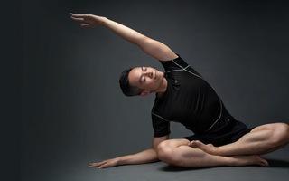 Giảm đau mỏi vai, cổ, gáy với bài tập yoga hiệu quả cùng Brian