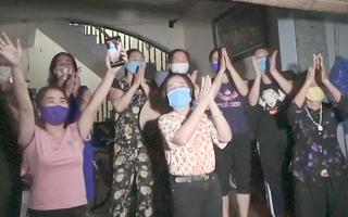 Ổ dịch Covid-19 cuối cùng tại Hà Nội được dỡ lệnh cách ly, người dân vỡ òa hạnh phúc