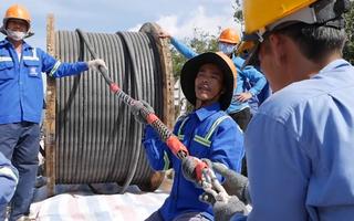 Video: Xây dựng nhà máy điện mặt trời lớn tại Ninh Thuận