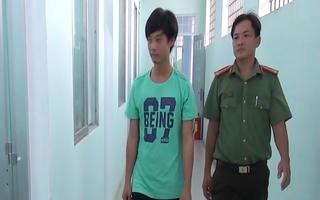 Video: Mua tiền giả trên mạng về xài, nam thanh niên bị bắt tạm giam