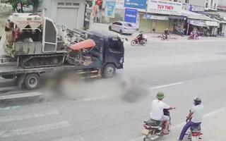 Video: Khoảnh khắc xe tải húc văng xe máy khi sang đường