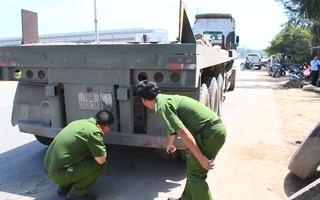 Video: Thợ sửa xe chui xuống gầm, tài xế nổ máy vô tình cán chết người