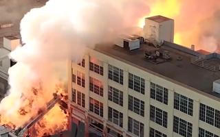 Video: Nổ lớn tại Los Angeles, 11 lính cứu hỏa bị thương