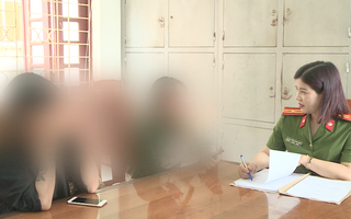 Công an giải cứu 12 thiếu nữ bị nhốt, bắt ép phục vụ quán karaoke