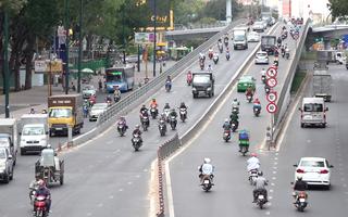Video: Chỉ số tia UV tại TP.HCM cao, cảnh báo người dân ra đường phải che chắn kỹ