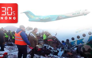 Bản tin 30s Nóng: Rơi máy bay chở hơn 100 người; Cháu bé bị mắc kẹt ở ban công tầng 5