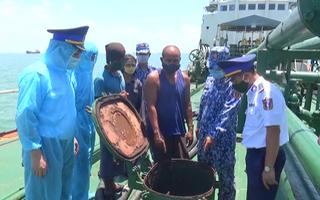 Video: Cảnh sát bắt tàu chở dầu lậu vào biển Việt Nam