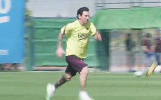 Video: Messi xuất hiện trong buổi tập với bộ tóc lạ, khác hẳn thường ngày