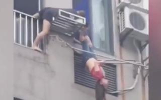 Video: Say xỉn rơi khỏi tầng 7, cô gái thoát chết nhờ giá phơi đồ