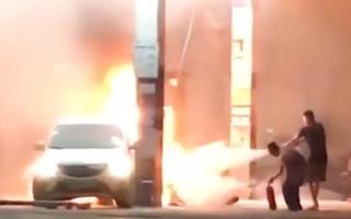 Video: Lùi ôtô bất cẩn khiến cây xăng bốc cháy