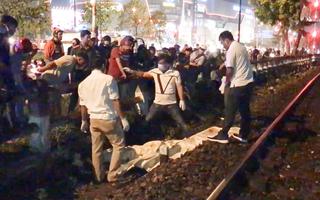 Video: Một người đàn ông đi bộ trên đường ray bị tàu hỏa tông tử vong