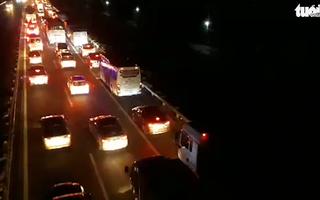 Video: Cao tốc Trung Lương kẹt xe nối dài vì tai nạn