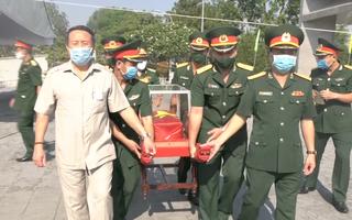 Video: Đưa hài cốt 16 liệt sĩ quân tình nguyện Việt Nam hy sinh tại Lào về đất mẹ