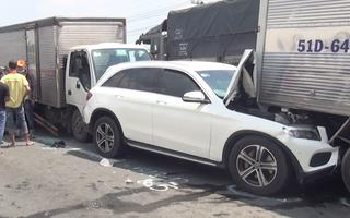 Video: 12 ôtô tông liên hoàn trên quốc lộ, phụ xe kẹt cứng trong cabin