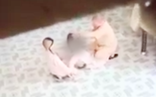 Video: Xác minh vụ việc 'sư cô tát liên tục vào mặt chú tiểu'