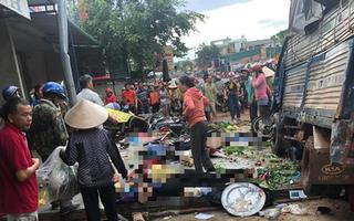 Video: Khoảnh khắc xe tải mất lái lao thẳng vô chợ, nhiều người chết