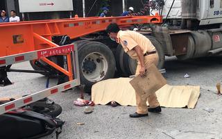 Video: Nam thanh niên bị container cán chết gần phà Cát Lái