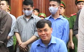 Video: Ngày đầu tiên xét xử 'đại gia đeo vàng Phúc XO'