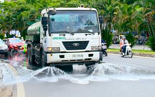 Video: Hà Nội thay đổi thời gian rửa đường do nắng nóng kéo dài