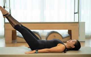 Giảm đau mỏi vùng lưng hiệu quả với các động tác Pilates cùng Joy