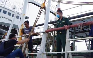Video: Tàu Thái Lan sơn biển số Việt Nam để chở dầu lậu