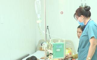 1 cháu nhỏ tử vong, 2 cháu khác nhập viện vì ngộ độc sắn