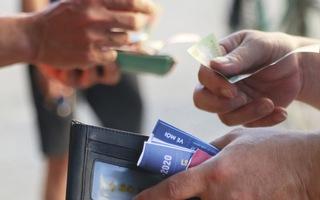 Dân xứ Nghệ bị 'chặt chém' vé xem đội nhà đá với CLB TP.HCM