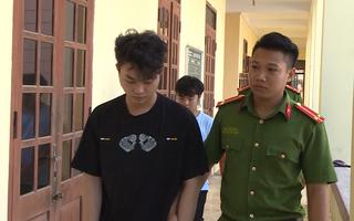 Video: Bắt 2 thanh niên lừa đảo trúng thưởng hàng trăm triệu đồng