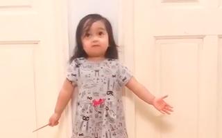 Video: Bé gái hát 'Bài ca không quên' gây sốt cộng đồng mạng