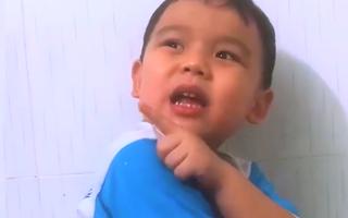 Video: Cậu bé yêu cầu bố xin lỗi đáng yêu nhận 'bão like' từ cộng đồng mạng