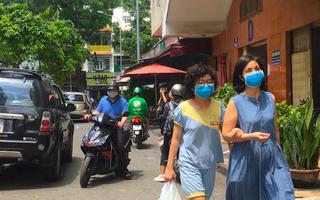 Video: Cư dân chung cư Phạm Viết Chánh đều âm tính COVID-19, sau khi hay tin có người tái nhiễm