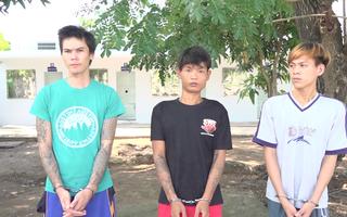 Video: Chạy xe vi phạm còn cầm dao đòi chém CSGT