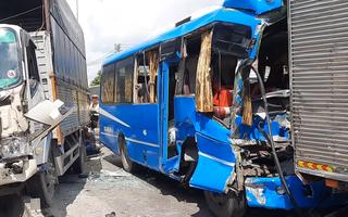 Video: 6 xe tông liên hoàn, cháu bé và tài xế bị thương