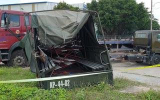 Video: Xe biển số đỏ va chạm xe đầu kéo, làm 7 thương vong