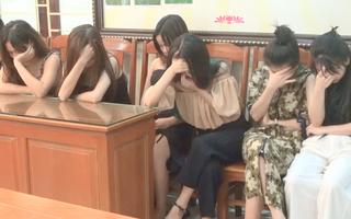 Video: Bắt giữ 14 nam nữ tổ chức sinh nhật bằng ma túy