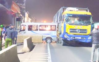 Video: Xe ôtô chở 16 người đi đám cưới gặp nạn trên quốc lộ 1