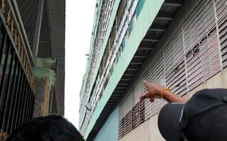 Video: Công nhân sửa chữa hệ thống quạt thông gió bất ngờ ngã xuống đất tử vong tại chỗ