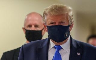 Video: Tổng thống Mỹ Donald Trump lần đầu tiên đeo khẩu trang ở nơi công cộng