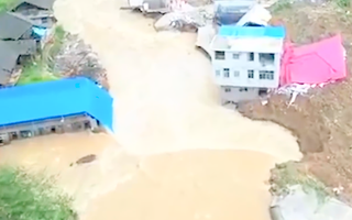 Video: Mưa lớn khiến một ngôi làng bị xóa sổ, 10 người chết và mất tích ở Trung Quốc