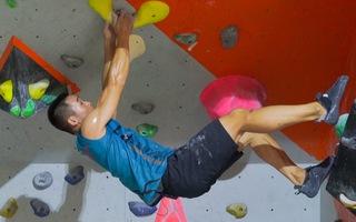 Tăng thể lực và độ dẻo dai với môn leo núi nhân tạo trong nhà