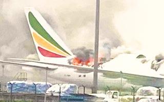 Video: Máy bay Boeing bốc cháy tại sân bay Trung Quốc