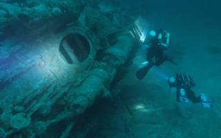 Video: Lặn 85 phút khám phá xác tàu ngầm từ thế giới chiến thứ II
