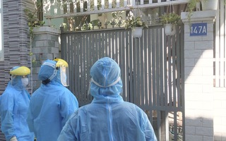 Video: Nhiều nhà dân quanh khu vực bệnh nhân 418 sinh sống cũng mở cửa xin khử trùng