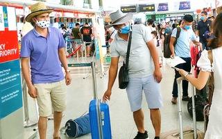 Video: Huy động máy bay tối đa đưa du khách rời Đà Nẵng trước 0h ngày 28-7