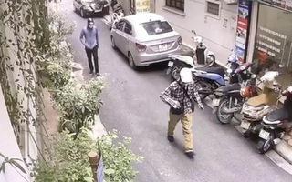 Video: Hình ảnh 2 nghi phạm nổ súng, ném lựu đạn cướp ngân hàng ở Hà Nội