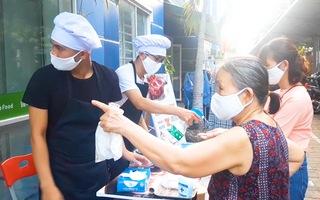 Video: Đặt các điểm phát khẩu trang miễn phí dọc theo đường phố Đà Nẵng
