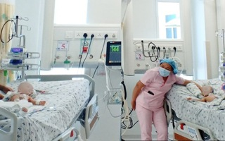 Video: Cặp song sinh Trúc Nhi - Diệu Nhi cười tươi khi các y tá pha trò