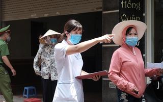 Video: Hà Nội lập chốt kiểm soát khử trùng 2 nơi có ca nghi nghiễm COVID-19
